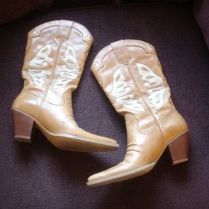 NINE WEST 8.5M Butterfly Heart Inlay Leather Boots